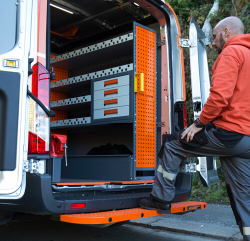 Mobile tow steps fitter in Birmingham, Leicester, Nottingham, Coventry and Northampton