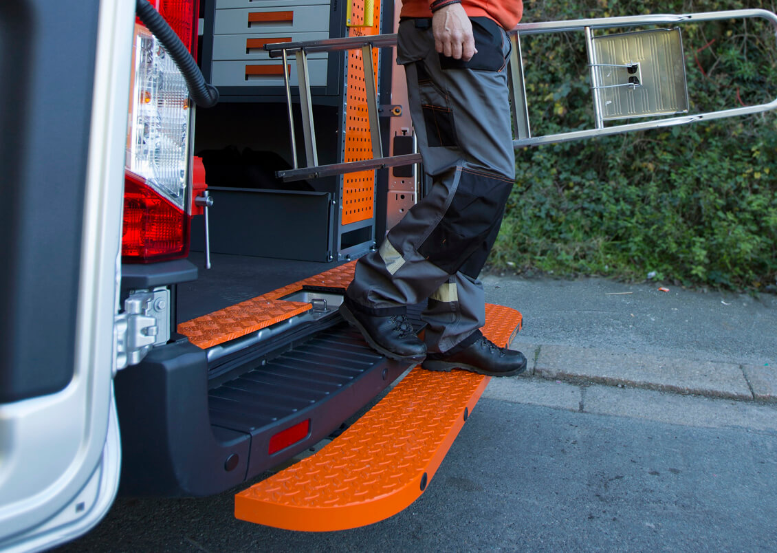 Tow steps Installers, rear van access steps Mobile Tow steps Installers, rear van access steps fitters